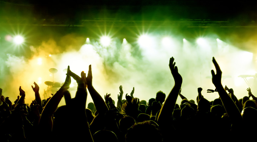 bigstock_silhouettes_of_concert_crowd_i_1565261621-e1379591658231